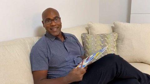 Carlos Delgado reading